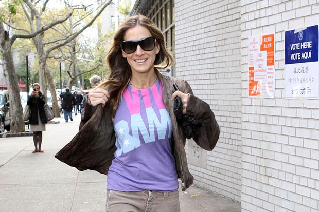 Sarah Jessica Parker wears her Obama t-shirt on Election Day