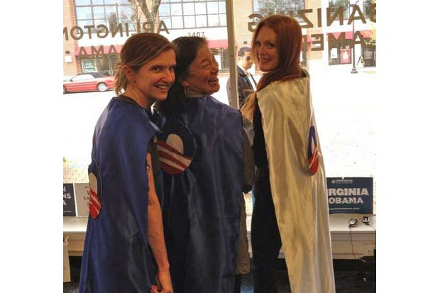 Julianne Moore tweeted this picture of her and her friends wearing Obama capes