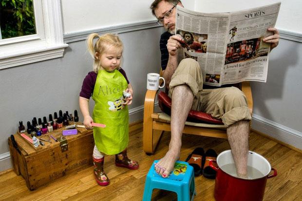 صور شريرة واعترافات أخطر أب بالعالم !!! worlds-best-father-d