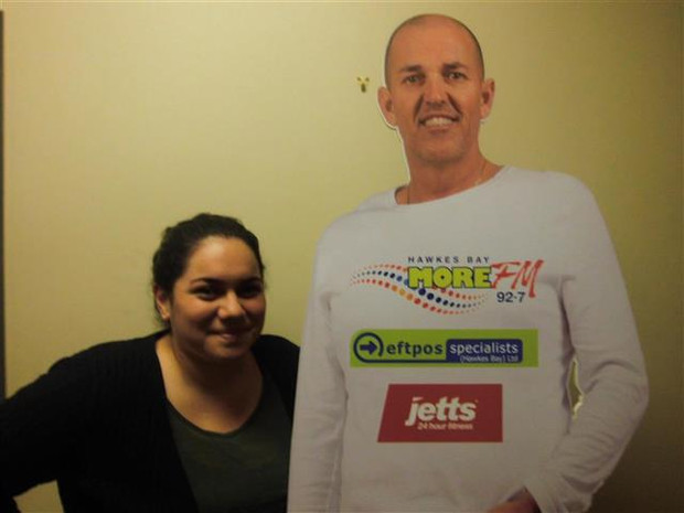Kelsie Southon meets her Jetts Waggs Cut Out for the first time!  Text LIVE KELSIE to 559 to vote for Kelsie.  Texts cost 20c. One vote per number per day.