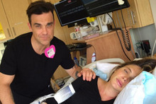Robbie Williams Sings Frozen's 'Let It Go' For Wife During Labour