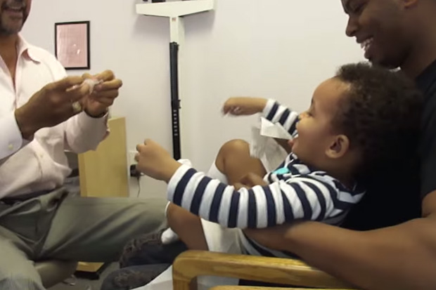 An Amazing Pediatrician Makes a Baby Laugh During Injections