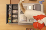 Of course, a cat run franchise is not very efficient or professional. In fact, they just act like cats.