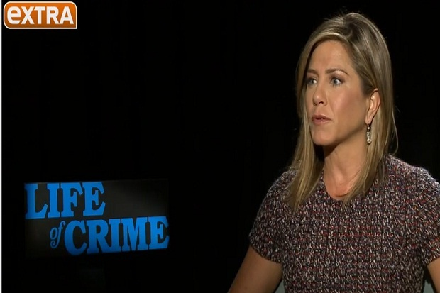 VIDEO: Jennifer Aniston Is NOT Pregnant!