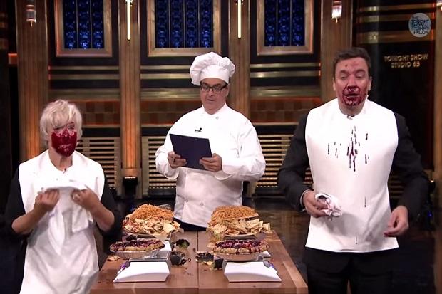 Jimmy Fallon & Glenn Close In A Strange & Messy Eating Contest
