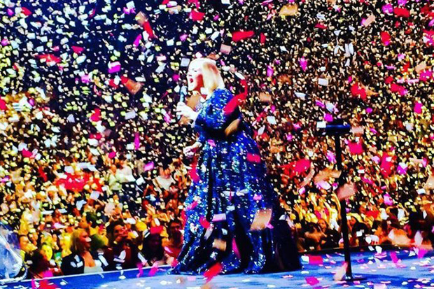 Adele's boyfriend celebrates their 5 year anniversary by replacing confetti with love notes