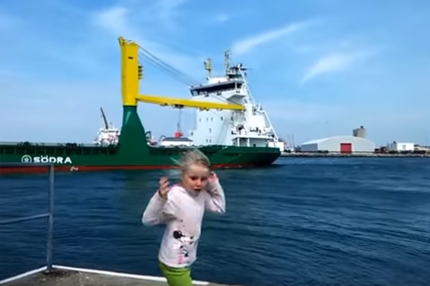 Girl gets the fright of her life after tooting at a ship