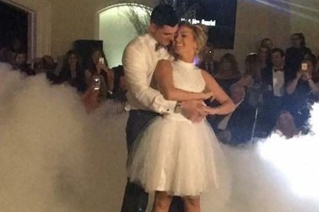 Newlyweds perform iconic 'Dirty Dancing' scene for first wedding dance