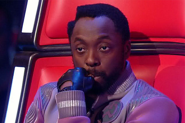 Will.I.Am accidentally hits red buzzer for contestant on The Voice