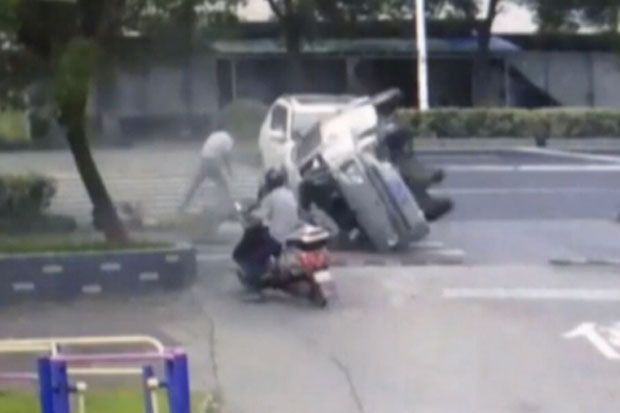 Cyclist narrowly escapes somersaulting minibus