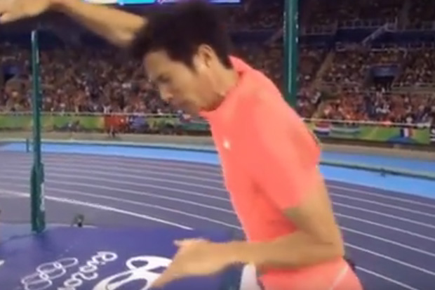 "Japanese pole vaulter's jump ruined by his own ""pole"""