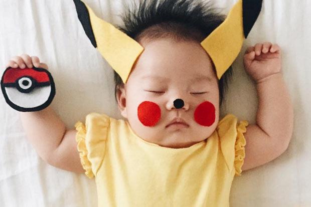 Mum dresses her asleep baby in amazing costumes