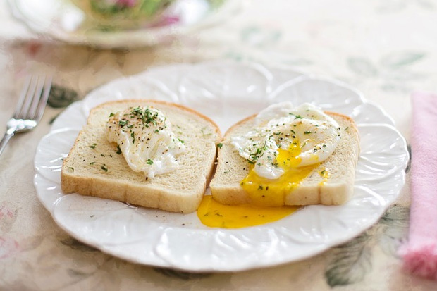 How to cheat your way to perfect poached eggs