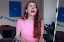 Girl with amazing voice mashes up over 10 of the biggest pop songs