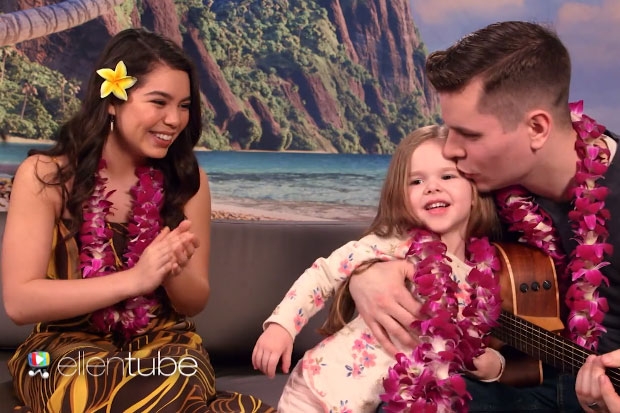 A beautiful father-daughter duo sang 'How Far I'll Go' with 'Moana' star Auli'i Cravalho